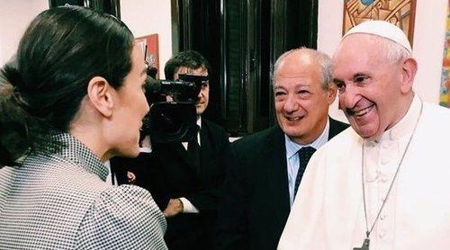 Tamara Falcó se reúne con el Papa Francisco en las Bodas de Oro de su sacerdocio