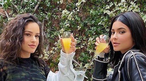 Kylie Jenner disfruta de la compañía de Rosalía en un brunch de divas: 'Madre mía Rosalía'
