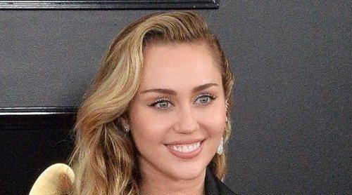 Miley Cyrus bromea con lo poco que duró su matrimonio con Liam Hemsworth