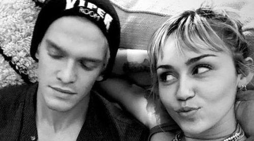 Miley Cyrus y Cody Simpson pasan su primera Navidad juntos con la familia Cyrus
