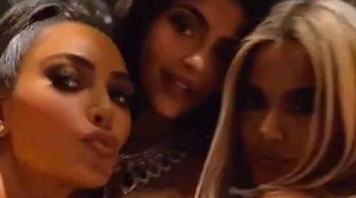 Así fue la lujosa fiesta de Navidad de las Kardashian-Jenner en la mansión de Kourtney Kardashian