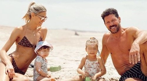 Carla Pereyra y Diego Simeone pasan la Navidad con sus dos hijas en las playas de Uruguay