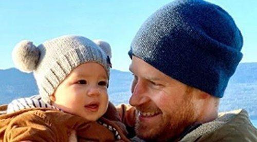 El Príncipe Harry y Meghan Markle muestran la felicidad de Archie Harrison en su primera Navidad en Canadá