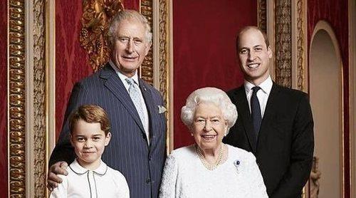 La Reina Isabel felicita el Año 2020 con el ya tradicional posado junto a los tres herederos al trono
