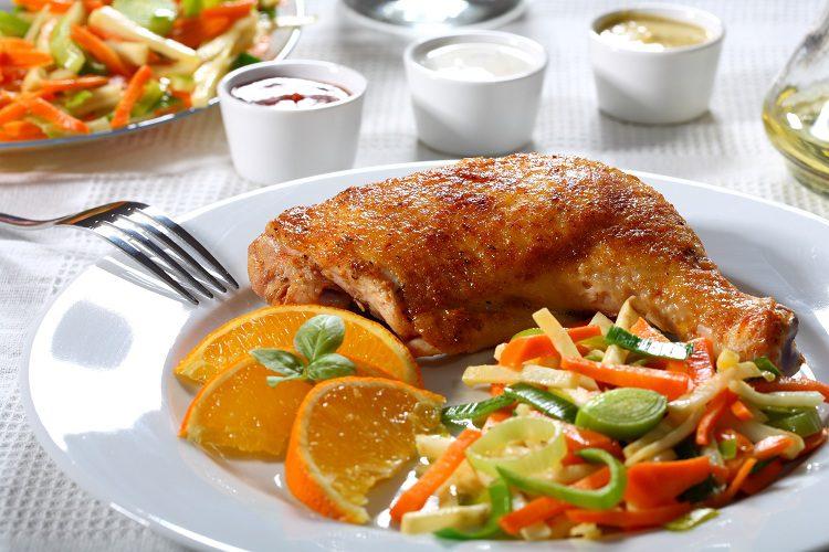 El pollo a la naranja tiene<strong>&nbsp;</strong>diferentes variantes, como la asiática