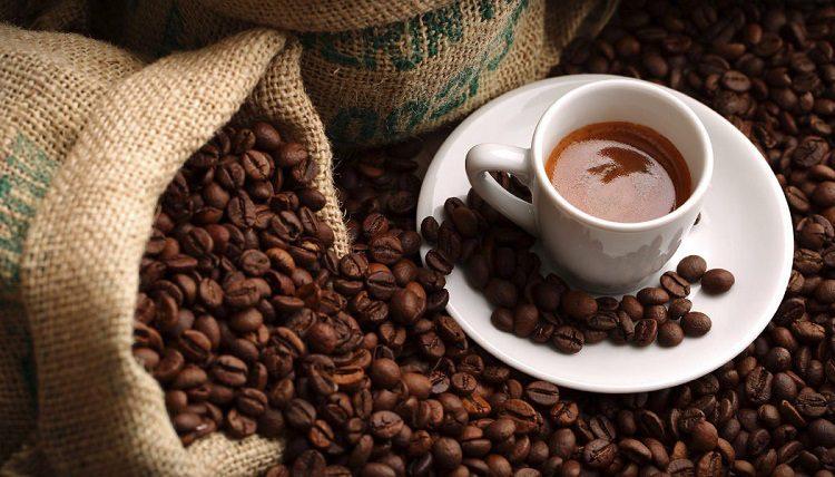 En un buen desayuno no puede falta la taza caliente de café