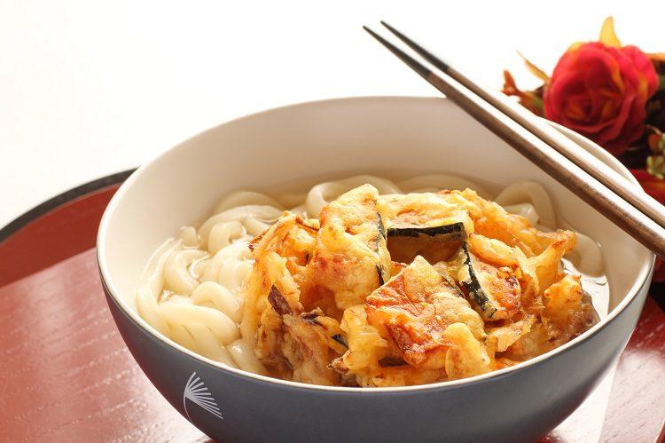 Realizar las verduras fritas en tempura es lo que se conoce como kakiage