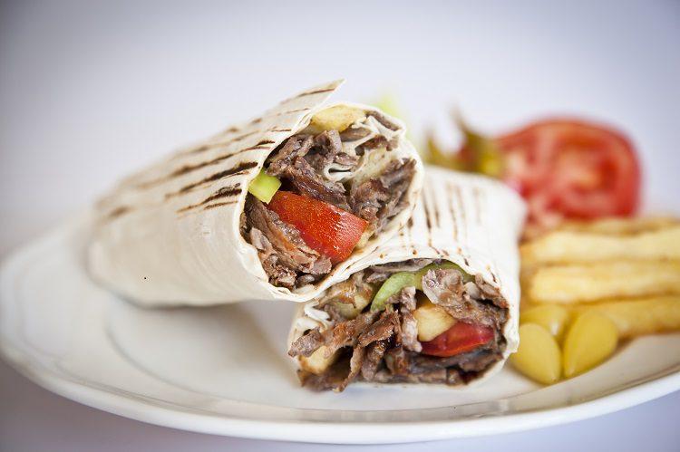 El Shawarma o Donër Kebab se come en un pan de pita