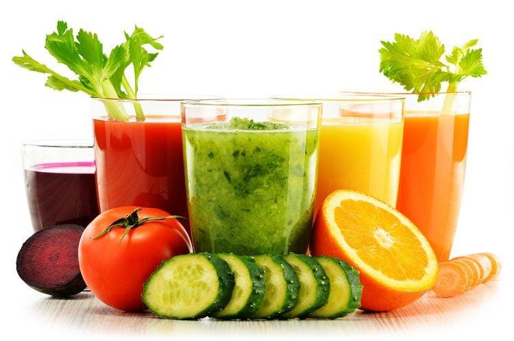 Los batidos o zumos de verduras tienen innumerables maneras de combinar sus ingredientes