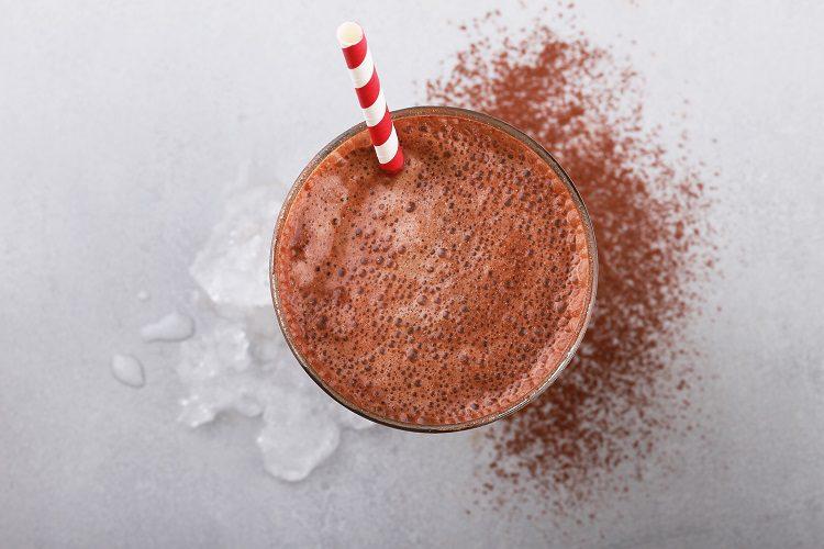Para la mezcla podemos darle un toque más de sabor añadiéndole un par de bolas de helado de vainilla