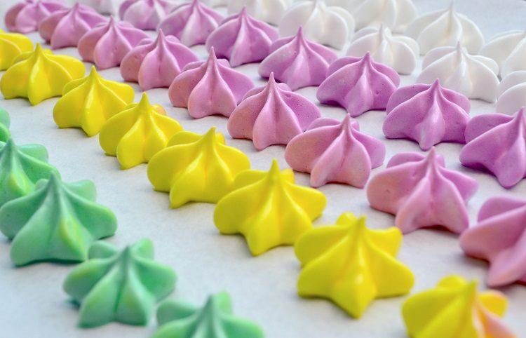 Los suspiros de merengue son una clase de dulces queresultan muy decorativos y apetecibles