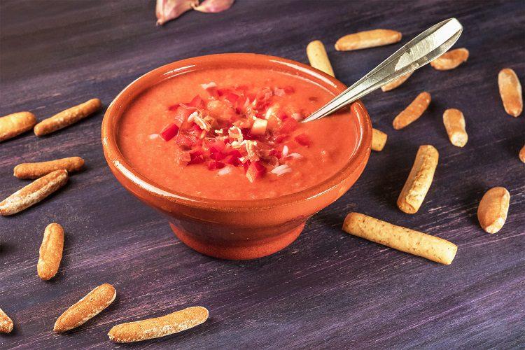 El gazpacho es una crema fría bastante nutritiva