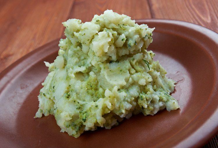 Este plato de guarnición se puede presentar acompañando a salchichas, carnes, huevos fritos, morcillas o bacon