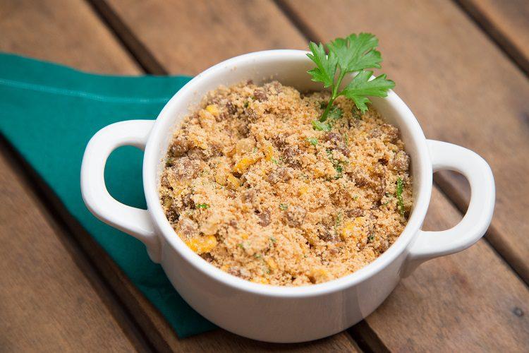 Es una receta para crear un acompañamiento delicioso para otros platos