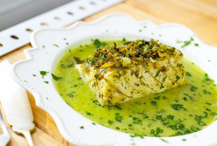 La salsa de perejil polaca es un complemento que acompaña muy bien y que además es muy sabrosa