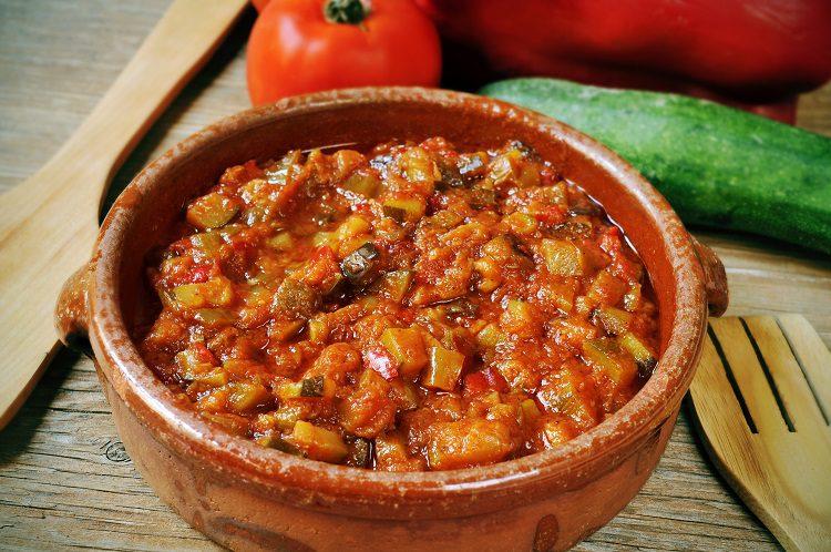El pisto manchego es uno de los platos más populares de la gastronomía española