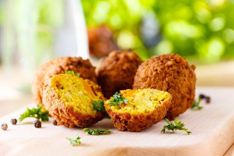 El falafel es una comida vegana que puedes hacer de forma muy sencilla