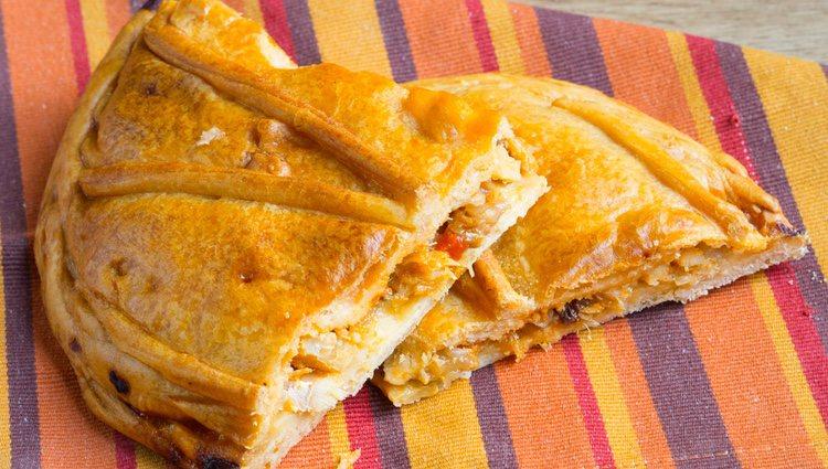 La empanada de atún es un plato tradicional y muy típico en España