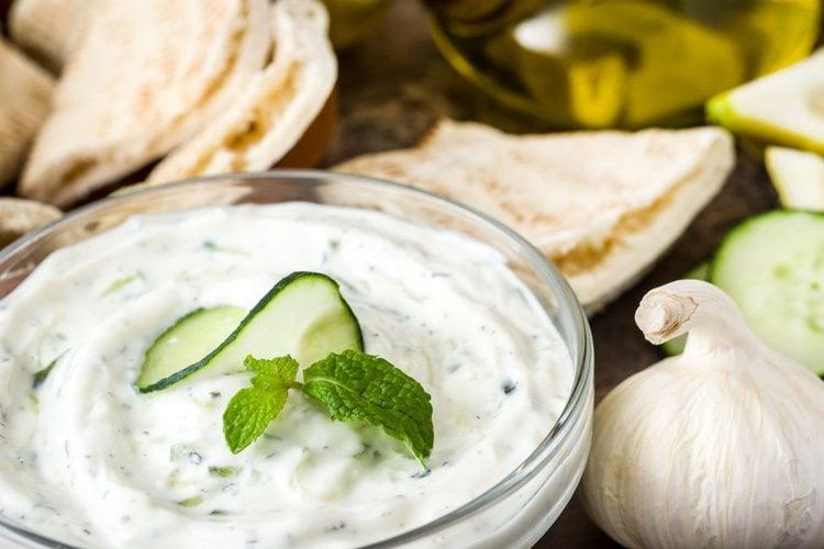 Lo puedes tomar con verduras, hortalizas o incluso pan