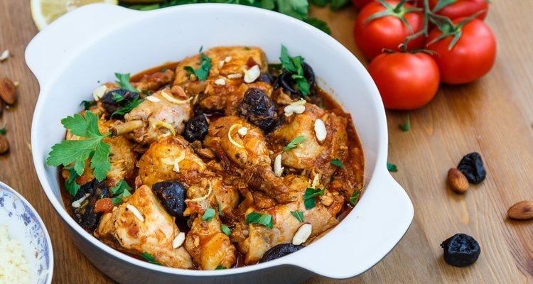 El pollo a la andaluza es uno de los platos típicos y más contundentes de esta gastronomía
