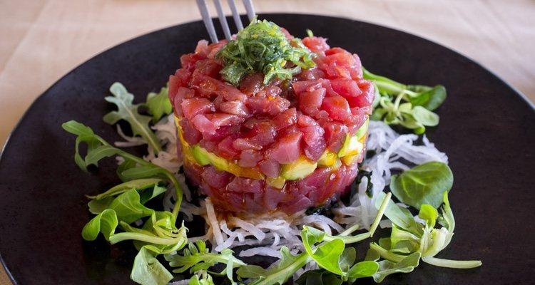 El tartar de atún rojo es un plato muy sabroso y beneficioso para la salud, salvo para quienes padecen gota
