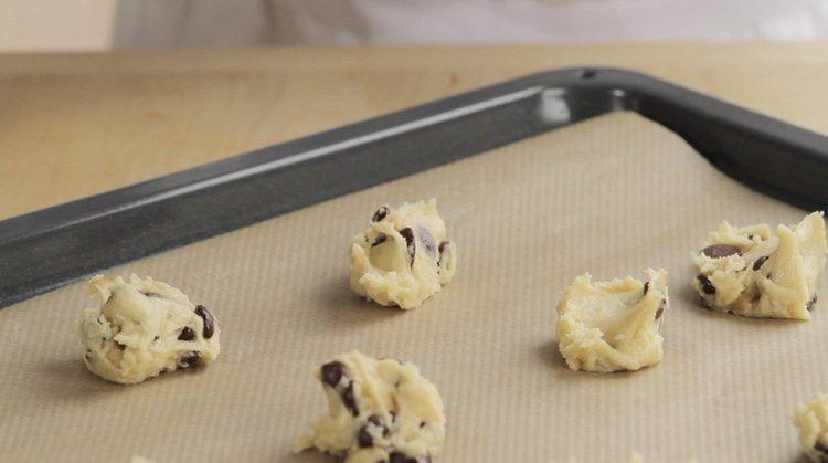 Coloca la masa en pequeñas porciones