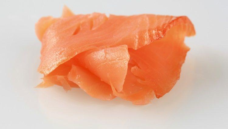Las lonchas de salmón deben de ser lo más finas posible