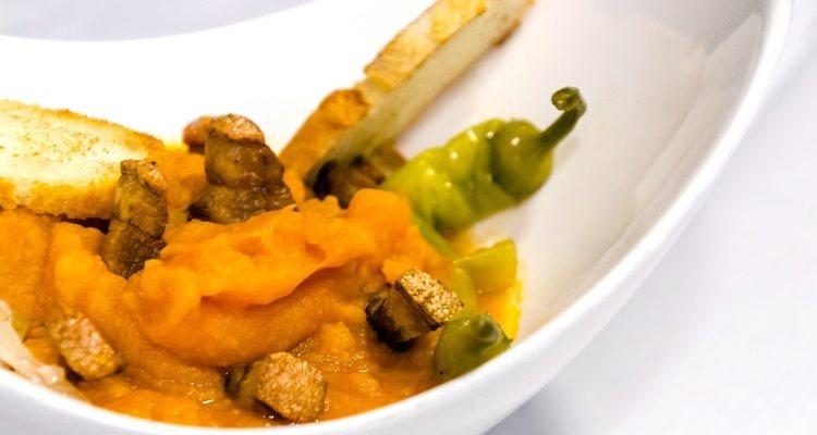 Las patatas meneas pueden servirse como tapa, plato principal o guarnición