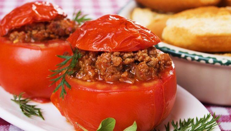 Es importante ser cuidadoso a la hora vaciar el tomate dado que se rompen facilmente