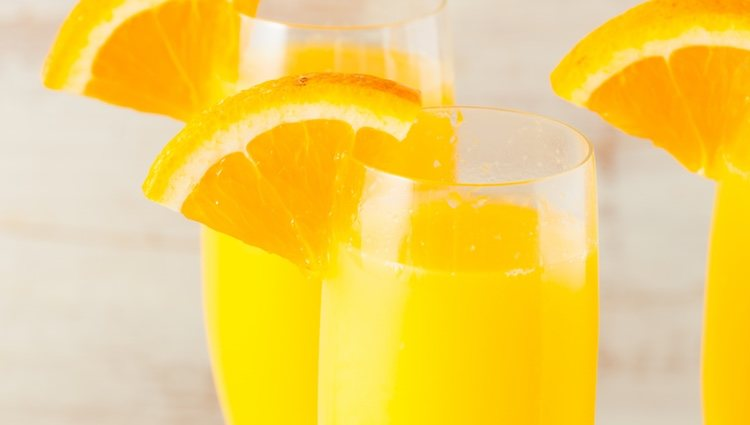 Coloca un poco de naranja para decorar