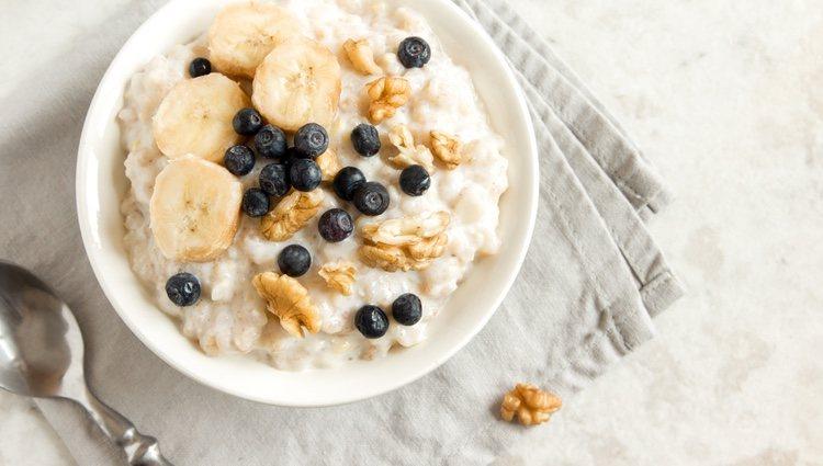 Puedes incluir a tu porridge cualquier fruta o ingrediente que consideres que pueda combinar