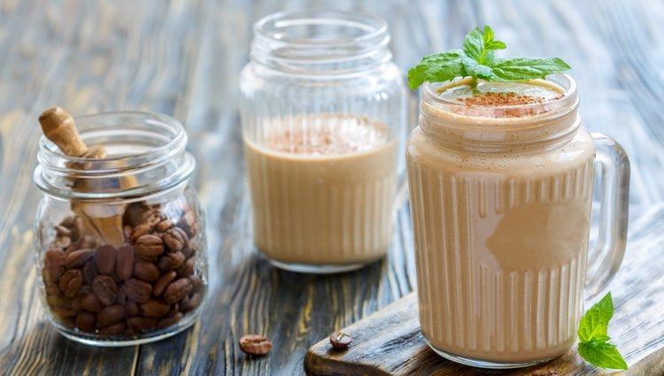 El smoothie de café está delicioso y no te llevará más de 5 minutos prepararlo