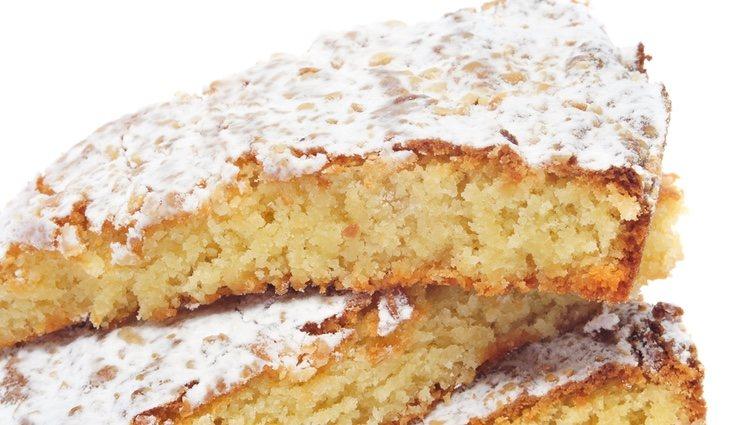 La tarta de Santiago es uno de los postres más famosos de Galicia