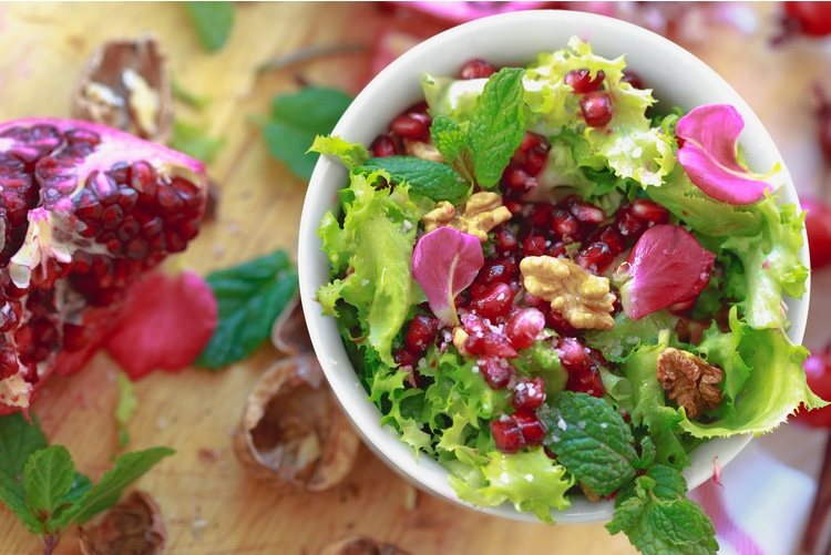 Puedes echar otros ingredientes a tu ensalada