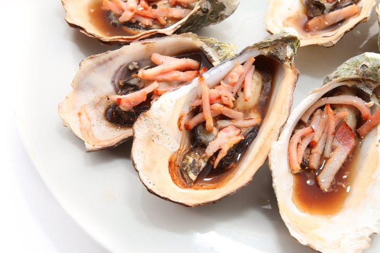 La salsa inglesa es un aliño tradicional para el pescado