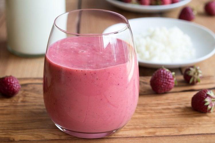 Las fresas y los frutos rojos son una buena combinación para añadir al kéfir