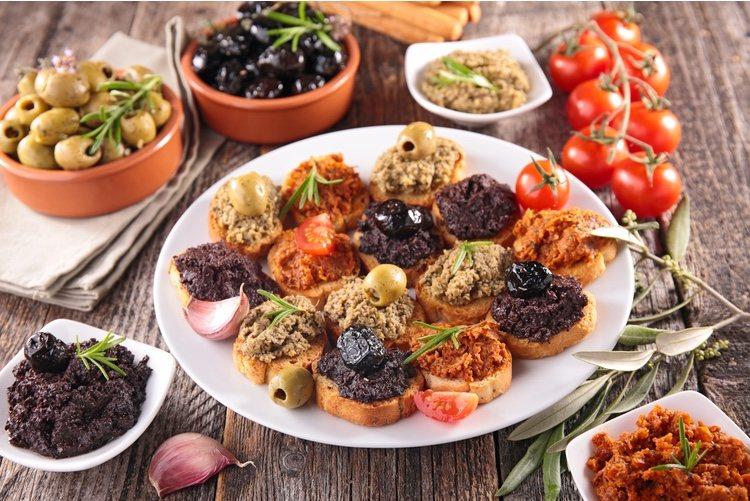 Tan solo dependerá de escoger las olivas que más te gusten para poder disfrutar de un aperitivo diferente pero delicioso