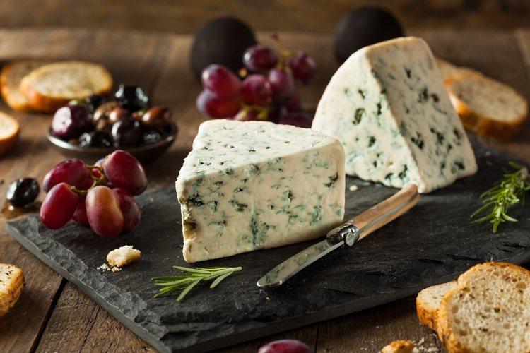 El queso no debe estar ni muy frío ni duro para que puedas trabajarlo sin problema