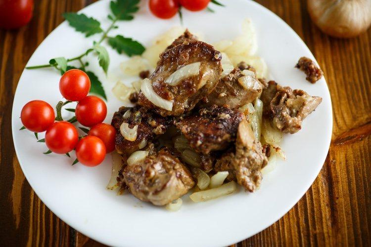 El hígado se puede cocinar en filetes o en dados