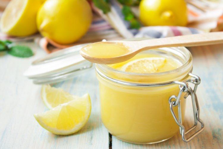 El lemon curd es un tipo de crema inglesa hecha de limón