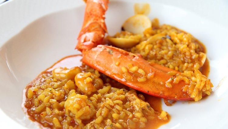 Puedes usar caldo de pescado o fumet para elaborar tu arroz con bogavante