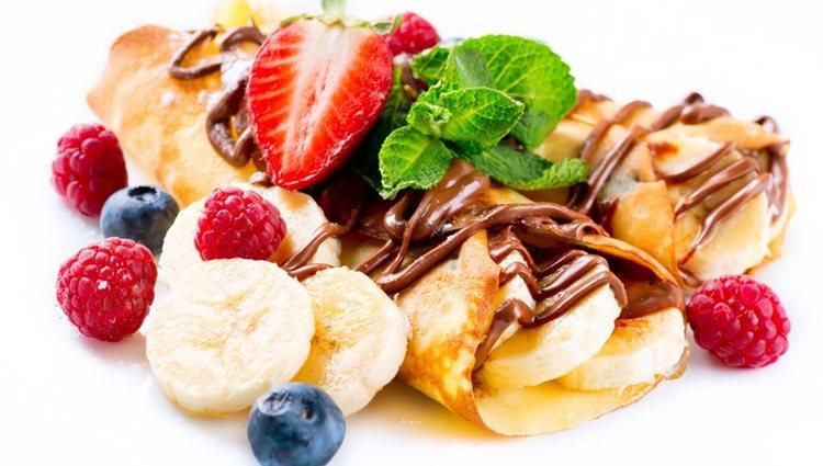 Filloas rellenas de frutas y chocolate