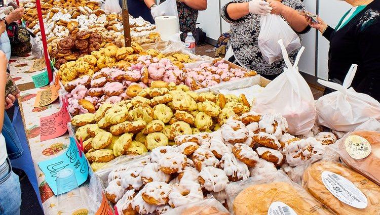 Las rosquillas tontas y listas son un dulce típico de San Isidro en Madrid