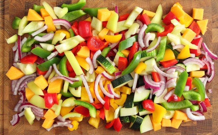Usa todo tipo de verduras como ingredientes para darle color a tu focaccia