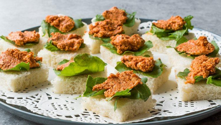 La Muhammara, además de mojarse con pan, puede acompañar a canapés