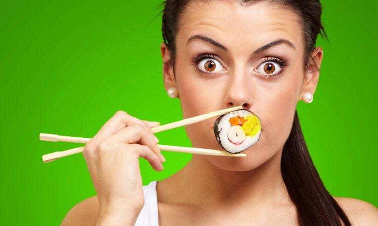 Tú decides los ingredientes de tu makicrudivegano, la mejor opción es el aguacate y la zanahoria