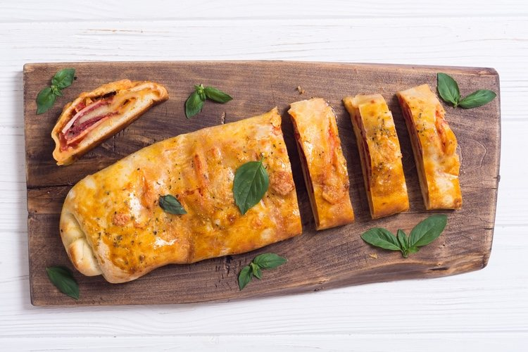 La albahaca fresca le dará un sabor exquisito y muy característico de Italia a tu plato
