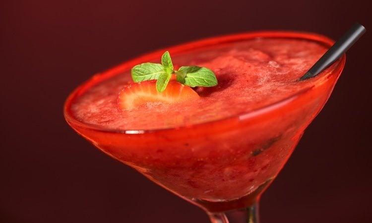 El daiquiri de fresa es una bebida deliciosa y refrescante