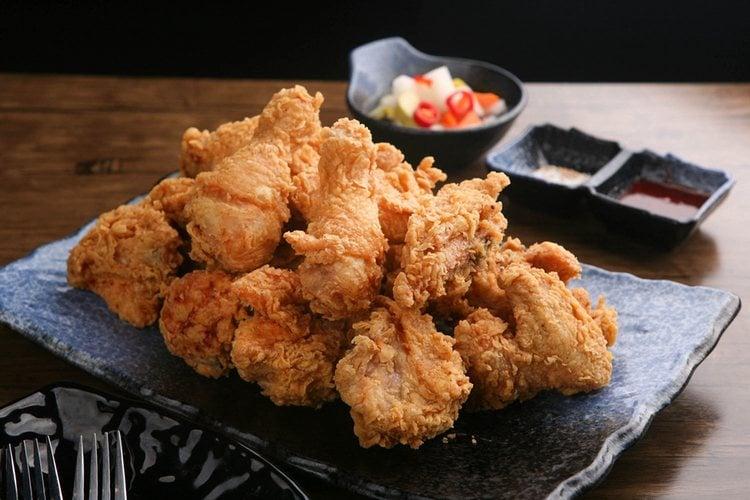 El pollo es uno de los alimentos que nutre dientes y huesos