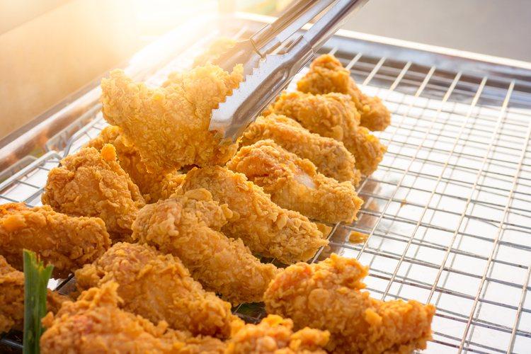 La salsa para mojar el pollo debe quedar cremosa